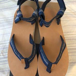 NIB Teva Original Ombré Thong Sandals in True Blue